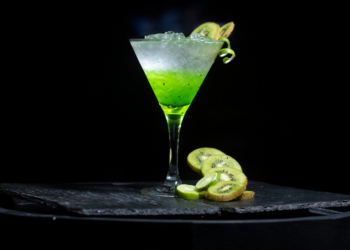 mocktail with kiwi and mint